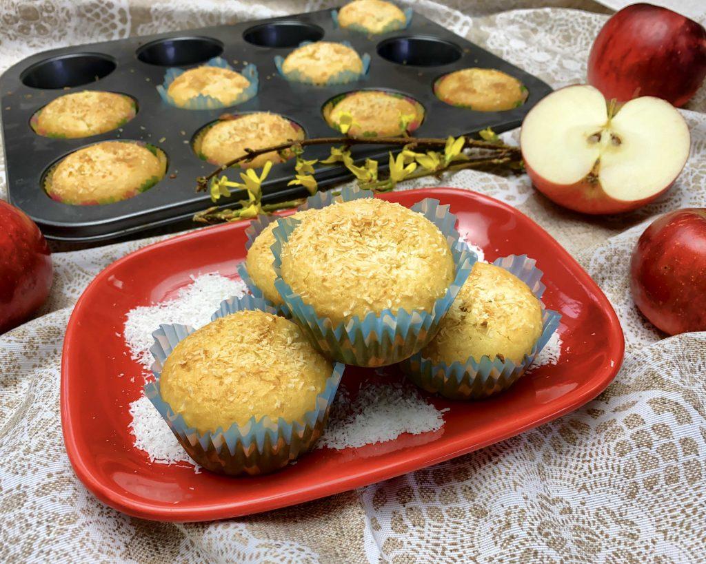 Kokosové muffiny s jablečnou náplní ze špaldové mouky Pernerka